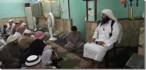 turki-al-binali-predikant-uit-bahrain-geeft-koranles-in-mosul_thumb